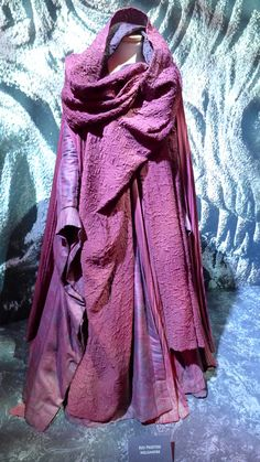 """Preferably in a charcoal/ green From """"Game of Thrones"""" worn by Carice van Houten as Melisandre design by Michele Clapton Game Of Thrones Cosplay, Game Of Thrones Costumes, Game Of Thrones Tv, Got Costumes, Movie Costumes, Medieval Fashion, Medieval Dress, Fantasy Costumes, Narnia"""