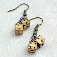 Brincos Dadinho Ouro Velho - Little Brass Dice Earrings | Beat Bijou | Elo7