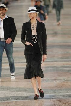 Chanel Cruiser 2017 in Havanna - Black blazer and skirt and a lot of necklace