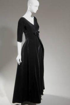 Evening dress, ca. 1955. Cristbal Balenciaga, France. Cotton velvet. Gift of Mrs. Henry R. Luce. 1965.498