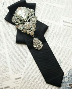 "Купить Галстук "" Королева вечера "" - галстук, женский галстук, галстук-брошь, черный Tie Crafts, Ribbon Crafts, Ribbon Jewelry, Fabric Jewelry, Brooches Handmade, Handmade Jewelry, Motifs Perler, Fashion Accessories, Hair Accessories"