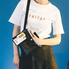 Bolsa linda e estilosa para viajar. Shoulder Bag, Bags, Fashion, Traveling, Handbags, Moda, Fashion Styles, Shoulder Bags, Fashion Illustrations