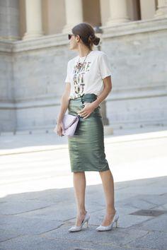 cuero en verde & camiseta estampada