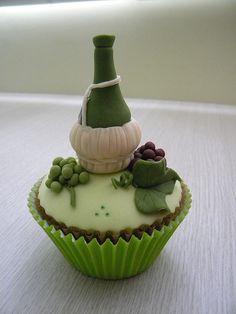 cupcake decorado by A de Açúcar Bolos Artísticos, via Flickr