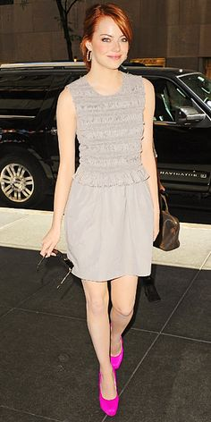 I love how Emma Stone pairs a neutral dress with a bright shoe. Hello hot pink stilettos!