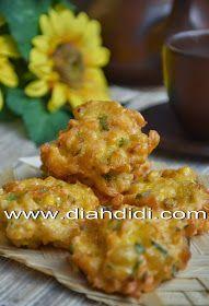 Diah Didi's Kitchen: Perkedel Jagung Udang Menul Menul Savory Snacks, Healthy Snacks, Snack Recipes, Cooking Recipes, Cooking Tips, Indonesian Desserts, Indonesian Cuisine, Indonesian Recipes, Diah Didi Kitchen