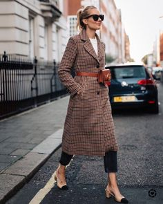 Blonde Woman Wearing Plaid Wool Coat Black Ankle Jeans Chanel Slingbacks Parisa … – Best Of Likes Share Fast Fashion, Look Fashion, Winter Fashion, Feminine Fashion, Fashion Clothes, Plaid Fashion, Fashion 2018, Fashion Trends, Fashion Dresses