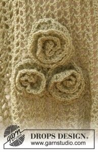 """Sandrose - Crochet DROPS scarf with flowers and wavy edge in """"BabyAlpaca Silk"""". - Free pattern by DROPS Design Crochet Butterfly, Crochet Flower Patterns, Crochet Stitches Patterns, Knitting Patterns Free, Stitch Patterns, Free Pattern, Patron Crochet, Knit Or Crochet, Crochet Scarves"""