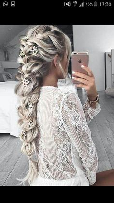 The Geode hair coloring is beautiful hair trends. There are so many hair trends and the hair color ideas. More color means more beauty. Beautiful Braids, Gorgeous Hair, Pretty Braids, Pretty Hairstyles, Braided Hairstyles, Hairstyle Ideas, Frozen Hairstyles, Summer Hairstyles, Medieval Hairstyles