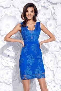 47c926645 Elegantné priliehavé modré šaty s vyšívanou krajkou sú skvelé šaty na  párty, svadbu či kokteil