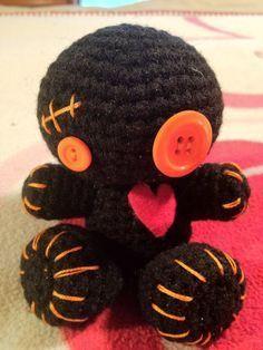 Crochet Amigurumi Dolls Little Crochet Voodoo Dolls! I Promise I'm Not Weird, I Just Live Really Close To New Orleans! Crochet Amigurumi, Amigurumi Patterns, Amigurumi Doll, Crochet Dolls, Cute Crochet, Crochet Crafts, Yarn Crafts, Knit Crochet, Yarn Projects