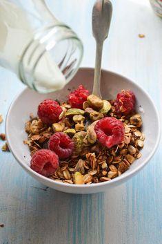 Super Simple, Tasty Pantry Staple Granola {healthinspirations.net}