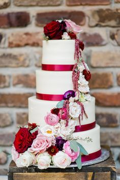 Burgundy and pink wedding cake inspiration {via ruffledblog.com} - http://themerrybride.org/2015/12/06/burgundy-and-pink-wedding/