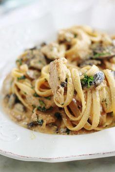 Pasta with chicken creamy mushroom sauce - Cuisine - Abendessen Rezepte Healthy Crockpot Recipes, Beef Recipes, Cooking Recipes, Pasta Recipes, Dinner Recipes, Creamy Mushroom Sauce, Mushroom Pasta, Creamy Sauce, Chicken Pasta