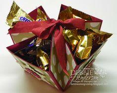 trasformare un quadrato in cartoncino in porta caramelle (o quello che vuoi, fai lavorare la fantasia!!) |#cartoncino #carta #contenitore #regalo #scrap