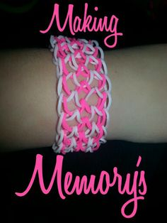 It shouldn't have an apostrophe, sorry I'm a grammar ninja, but I still love this loom bracelet Loom Band Bracelets, Rubber Band Bracelet, Loom Bands, Diy Projects To Try, Crafts To Make, Crafts For Kids, Rubber Band Crafts, Rubber Bands, Rainbow Loom Storage