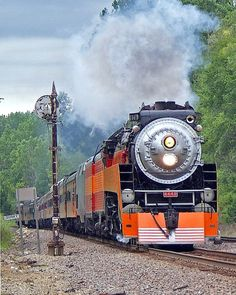 SP 4449 Southern Pacific Railroad Steam at Savanna, Illinois by Tom Farence Pullman Train, Old Steam Train, Old Trains, Vintage Trains, Railroad History, Union Pacific Railroad, Train Times, Train Art, Train Pictures