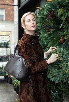 Kelly Rutherford with Hermes Victoria II bag. $4600