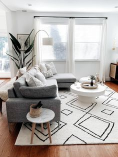 Keep up to date with the most recent small living room a few ideas (chic & modern). Find excellent techniques for getting trendy design even although you have a small living room. Living Room Modern, Home Living Room, Apartment Living, Living Room Designs, Living Room Decor, Small Living, Cozy Living, Decor Room, Living Spaces