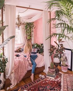 Bohemian bedroom decor - Small bedrooma ideas With the touch of a top interior designer Arranging as well as decoration a small bedroom can be performed in mins, for instances ideas with Storage, Style, For Women or Child Interior Design Trends, Design Ideas, Interior Ideas, Bohemian Bedroom Decor, Hippie Bedrooms, Aesthetic Rooms, Home Bedroom, Bedroom Small, Small Rooms