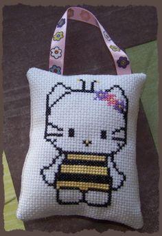 Point de croix : Hello Kitty abeille