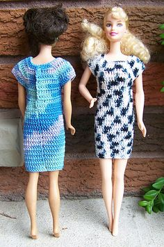 Barbie Simple Cotton Dress - free on Ravelry - uses size 10 thread and is designed for the original style Barbie body. Barbie Simple Cotton Dress - free on Ravelry - uses size 10 thread and is designed for the original style Barbie body. Sewing Barbie Clothes, Barbie Clothes Patterns, Crochet Doll Clothes, Knitted Dolls, Crochet Dolls, Clothing Patterns, Doll Patterns, Little Doll, Barbie Dress