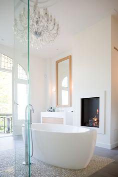 Contemporary residence with classic elements - Hoog ■ Exclusieve woon- en tuin inspiratie. Interior, White Fireplace, Bathroom Taps, Contemporary Bathrooms, Minimalist Bathroom, Rustic Bathroom, Luxury Bathroom, Black Bathroom, Bathroom Inspiration