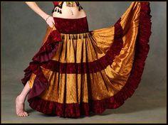 Se coudre une jupe gitane voire une jupe victorienne chez http://www.cosplayforum.com/viewtopic.php?f=370&t=13101