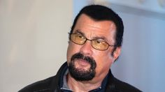 Vladimir Putin has a sort of camaraderie going on with Steven Seagal. Both are martial artists and the latter has especially professed admiration for the former. Steven Seagal, Action Movie Stars, Action Movies, Lee Marvin, Hollywood, Martial Artists, Cinema, The Expendables, Vladimir Putin