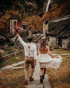 "Free Spirit Wedding Design su Instagram: ""Sprachlos🍂 Fotografie: @nataschawigert_photography Konzept, Blumen, Papeterie, Deko: @zimtblumen Haare & MakeUp: @maureenzollinger…"" Make Up, Weddings, Free, Instagram, Design, Paper Mill, Locarno, Concept, Flowers"