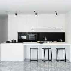 Contemporary style kitchen designs are among the methods to go. You do not require a complicated kitchen so it will be stick out, just some unique designs that can make your kitchen area the envy of the neighbors. Home Decor Kitchen, Kitchen Interior, New Kitchen, Kitchen Dining, Küchen Design, Home Design, Home Interior Design, Interior Ideas, Home Decor Quotes