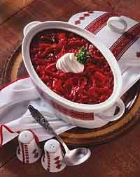 Slow Cooker Russian Borscht (would probably omit beef) Borscht Recipe, Borscht Soup, Beet Borscht, Slow Cooker Soup, Slow Cooker Recipes, Crockpot Recipes, Ukrainian Recipes, Russian Recipes, Russian Dishes