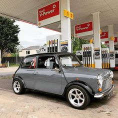 Shell V Power and Lightning Mini! Mini Cooper Classic, Classic Mini, Classic Cars, Mini Clubman, Mini Coopers, My Dream Car, Dream Cars, Austin Mini, Mini Morris