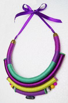 Collares anchos - COLLAR MORADO - hecho a mano por El-mundo-de-Alasea en DaWanda