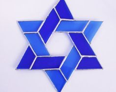 Items similar to Stained Glass Star of David Blue Sun Catcher on Etsy Stained Glass Designs, Stained Glass Projects, Stained Glass Patterns, Stained Glass Art, Mosaic Glass, Tiffany, Star Of David Pendant, Mosaic Pictures, Jewish Art