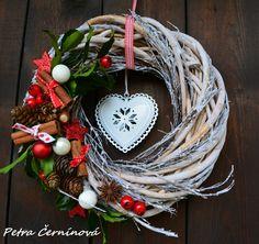 Vánoční+věnec+Velikost+ojíněného+věnce+26+cm+-zimní+plechové+srdce