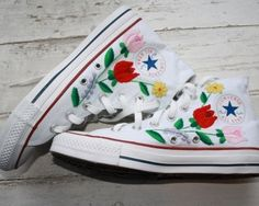 Converse with Hungarian embroidery Belle Epoque, Baskets, Converse, Vestidos Vintage, Embroidered Clothes, Diy Embroidery, Hungarian Embroidery, Love Clothing, Oui Oui