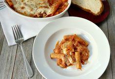 Easy Two-Cheese Baked Rigatoni Recipe Rigatoni Recipes, Baked Rigatoni, Lemon Garlic Chicken, Gabel, Family Meals, Cauliflower, Good Food, Pork, Pasta