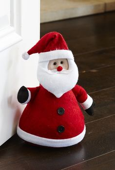 This delightful Santa doorstop will look perfect in any home, bringing together any decorative Christmas display. This beautiful festive doorstop will prop open any door and can also be used as a windowsill decoration.