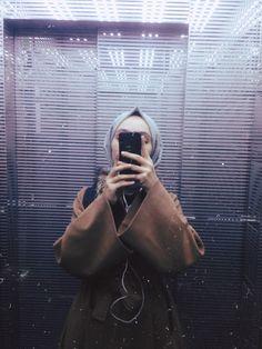 Hijabi Girl, Girl Hijab, Instagram Pose, Instagram Story Ideas, Photo Editing Vsco, Hijab Cartoon, Fake Girls, Hijab Fashionista, Casual Hijab Outfit