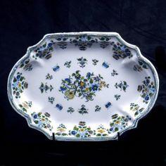 assiette faience moustiers fleurs et feuillages bleu 18 eme bleu de moustiers pinterest. Black Bedroom Furniture Sets. Home Design Ideas