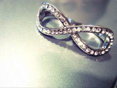 wedding-obsession:    infinity wedding ring.  so romantic. <3