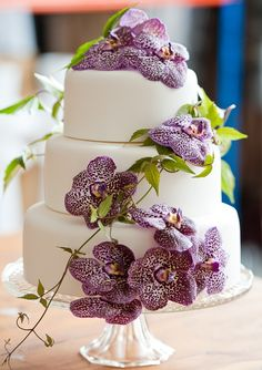 To see more chic wedding cake ideas: http://www.modwedding.com/2014/11/27/make-statement-chic-wedding-cakes/ #wedding #weddings #wedding_cake Photographer: Liesel Cheney Photography