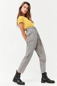 Gingham paperbag-waist pants grown up weirdo dream wardrobe High Fashion Poses, Fashion Model Poses, Fashion Models, Female Pose Reference, Pose Reference Photo, Female Modeling Poses, Female Poses, Paperbag Hose, Paperbag Pants