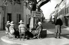 On the road of St-Tropez France circa 1950 Sabine Weiss Sabine Weiss, Robert Doisneau, French Riviera Style, St Tropez France, Willy Ronis, Photography Career, Alberto Giacometti, Camera Shots, French Photographers