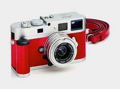 ライカM9-Pシルバー&レッドレザー限定版カメラ  Highsnobiety