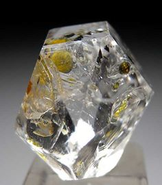 Quartz with oil inclusions from Zhob, Belochistan, Pakistan [db_pics/pics/a190b.jpg]