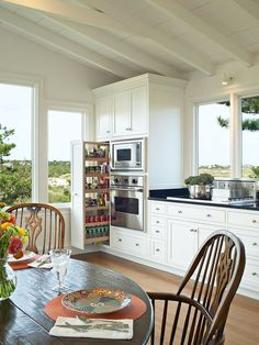 Kitchen Design: Beach house elegance