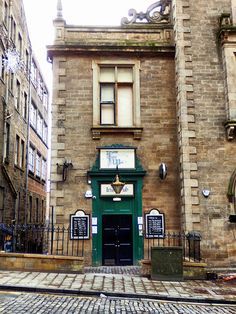 Finnegan's Wake, Victoria Street, Edinburgh by photphobia on Flickr