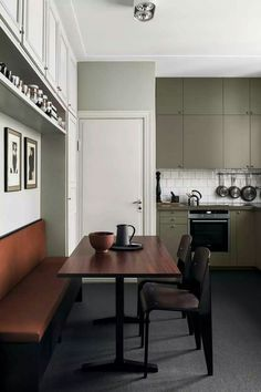 Modern Kitchen Design How to Decorate a Small Kitchen — Breakfast Nook - Have a small kitchen? We showcase kitchens that prove size doesn't matter. Find out how to decorate a small kitchen and make the most out of your space. Interior Desing, Interior Design Kitchen, Kitchen Designs, Interior Inspiration, Interior Modern, Modern Kitchen Cabinets, Kitchen Lamps, Kitchen Ideas, Pantry Cabinets
